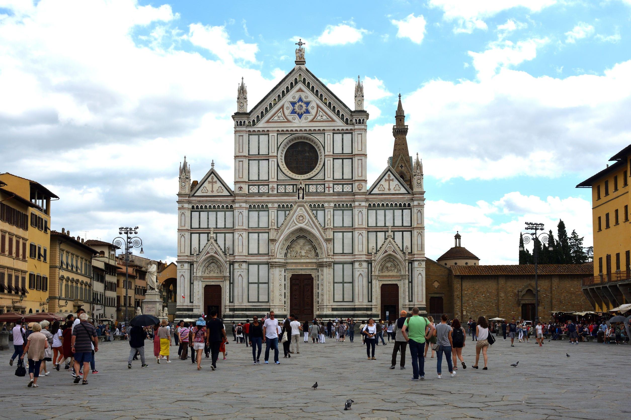Piazza Santa Croce em Florença, onde Giuliano venceu o famoso torneio