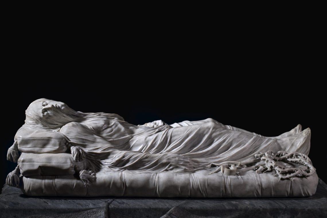 O Cristo velato (1753), do escultor Giuseppe Sanmartino, uma das estátuas mais famosas contidas na Capela de San Severo.