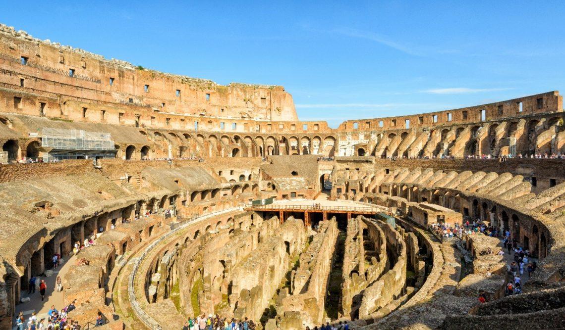 Detalhe do subsolo da arena, onde seja os animais selvagens nas jaulas, seja os gladiadores nos corredores aguardavam o próprio turno
