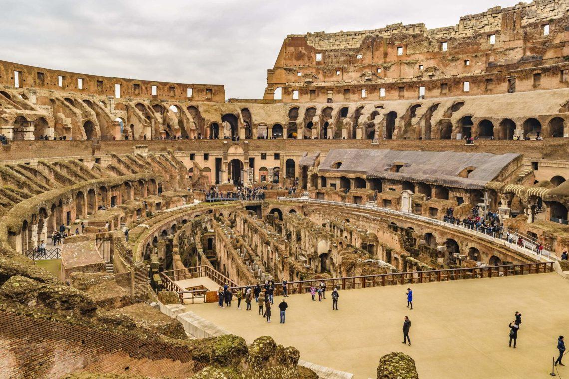 Interior do Coliseu em Roma.