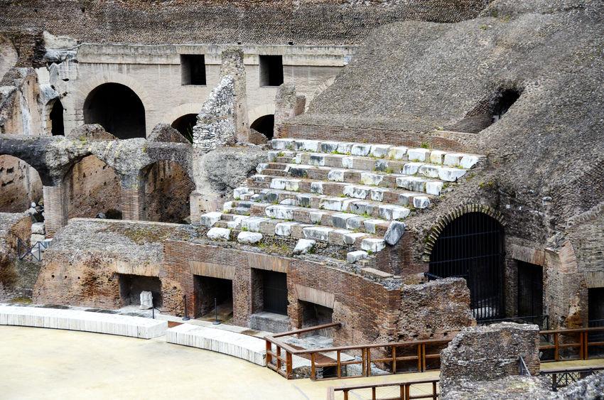 Parte interna do Coliseu em Roma
