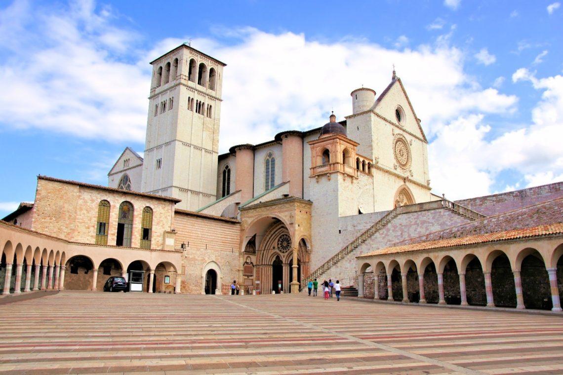 Basílica de São Francisco de Assis vista do nível inferior.